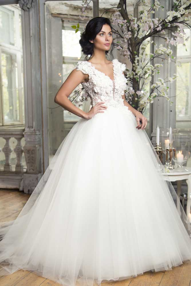 Sleeved Lace Ball Gown Wedding Dress: What Princesses Will Like