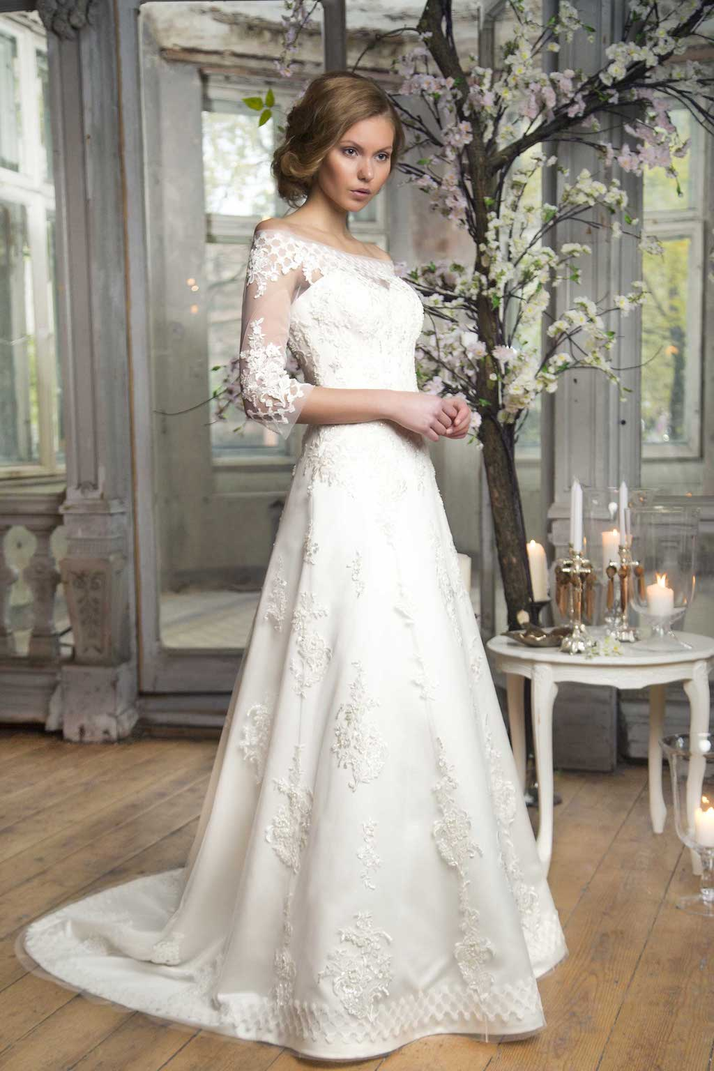 To Create A Classic Bridal Look Is Necessary Consider Only One Rule Wedding Dress Should Be Puffy Moreover Lace Ball Gown Cannot