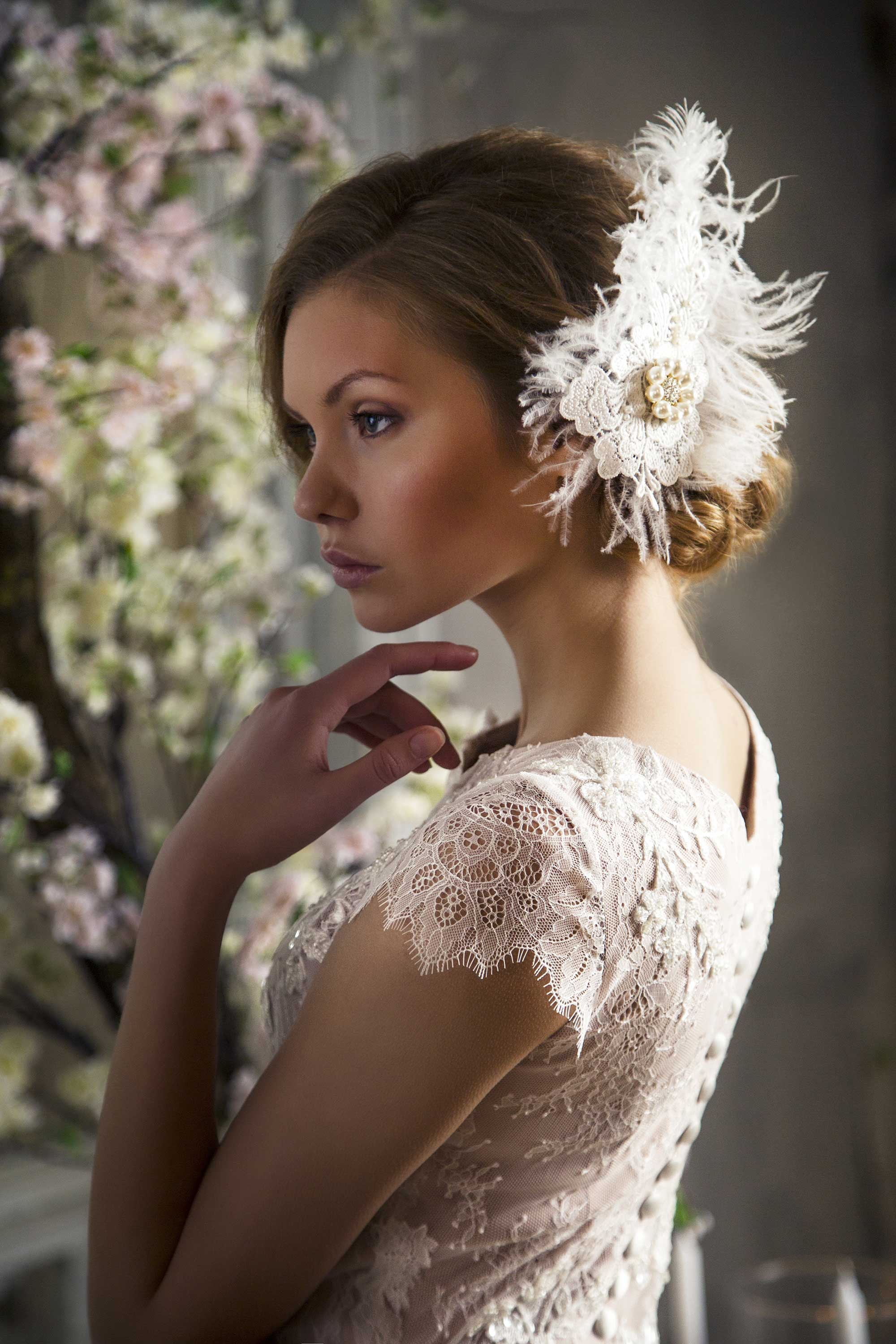 Bridal_hair_decoration_with_feathers_Ingrida_Bridal